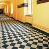 Płytki podłogowe w budynku administracji państwowej