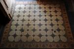 Secesyjny system płytek podłogowych selektywnie barwionych